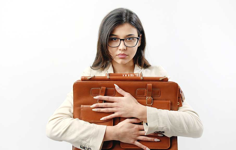 žena s kabelkou